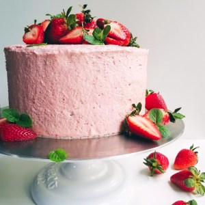 Vegan Straberry Cake with Cream Cheese frosting and fresh strawberries