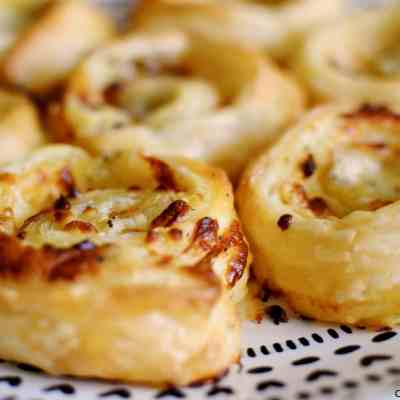 Quick & easy cheesy garlic butter pinwheels made with puff pastry.