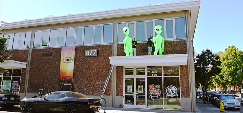 giant inflatable aliens