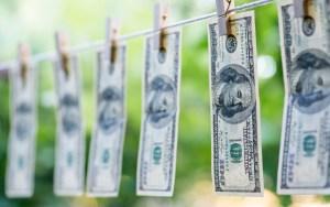 Биткойн е кошмар за банките - изпира 2 трилиона долара на година