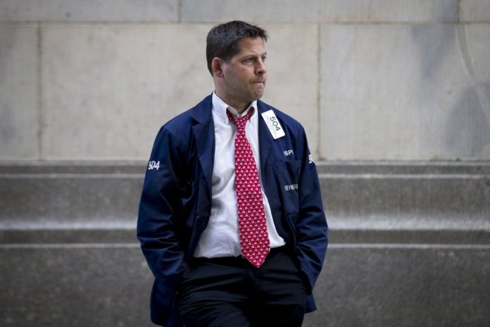 Dow Futures Fall as Profiting Billionaires Walk For The Exit