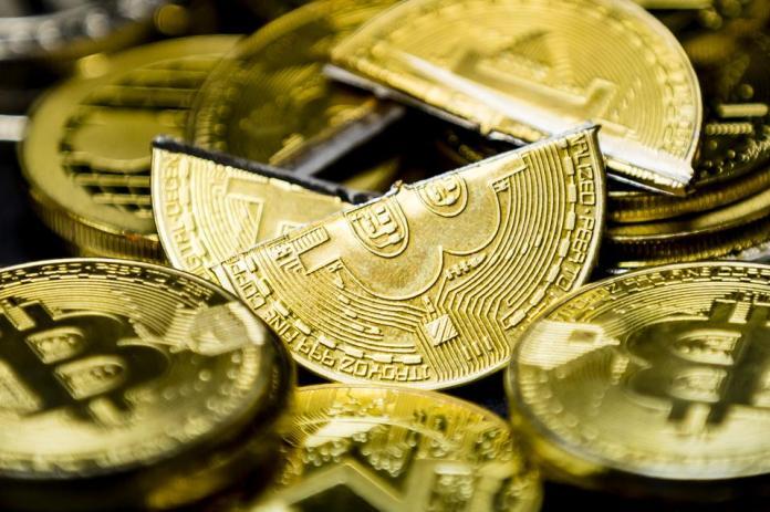 bitcoin, bitcoin price, ethereum, chainlink, tezos, cardano, stellar, image