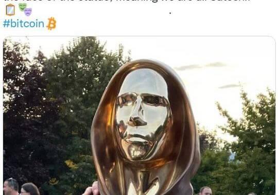 bitcoin Statue 64YYwc
