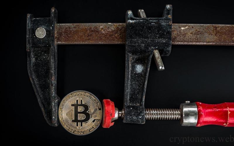 биткоин испытывает давление