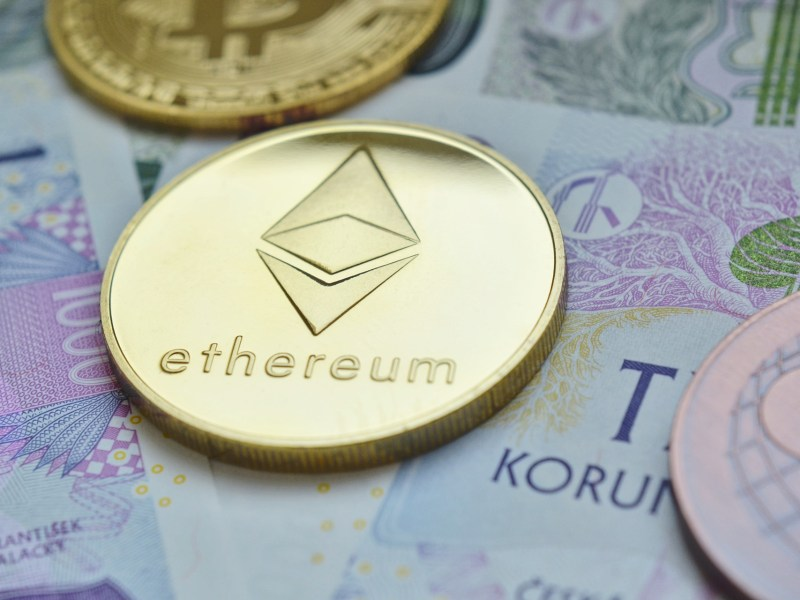 ETH/USD Price Analysis: Vitalik Buterin Holding A $470 Million Paper Loss