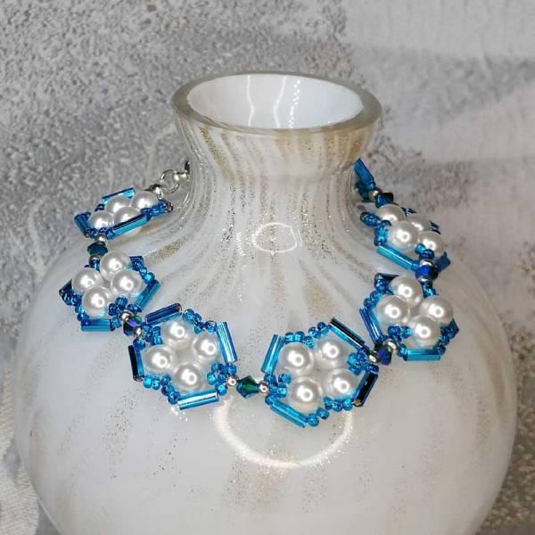 Pearl Bracelet White Blue Bead design