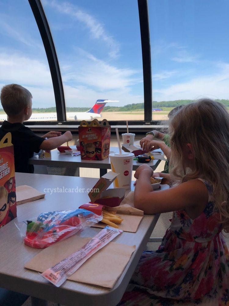 Pittsburgh international airport eating