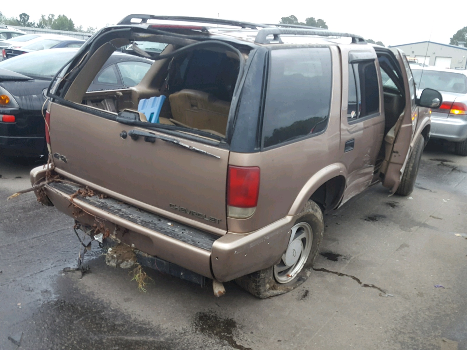 hight resolution of  1gndt13w3t2134077 1996 chevrolet blazer 4 3l rear view 1gndt13w3t2134077