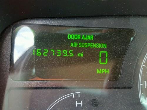 small resolution of  1lnhm81w33y655795 2003 lincoln town car e 4 6l front view 1lnhm81w33y655795