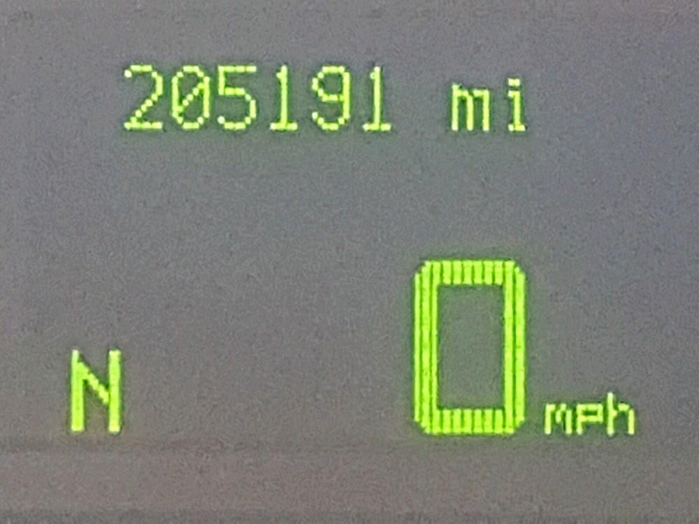 medium resolution of  1lnhm81v56y645491 2006 lincoln town car s 4 6l front view 1lnhm81v56y645491