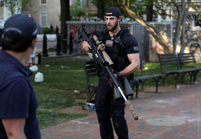 В Вашингтоне замечен снайпер с одной из самых точных и дальнобойных винтовок в мире США, Беспорядки, Оружие
