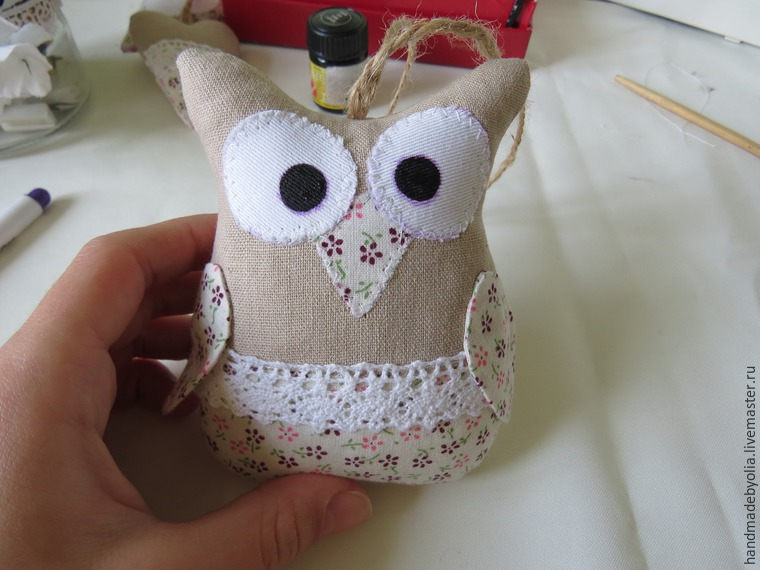 We sew a naughty owl on a branch, photo number 38