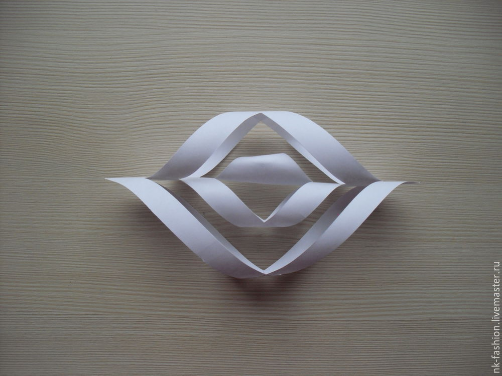 Herstellung einer Girlande aus volumetrischen Schneeflocken, Foto Nummer 8