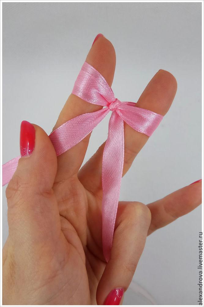 サテンリボンの弓をどのくらい美しくて穏やかに結び付ける、写真№12