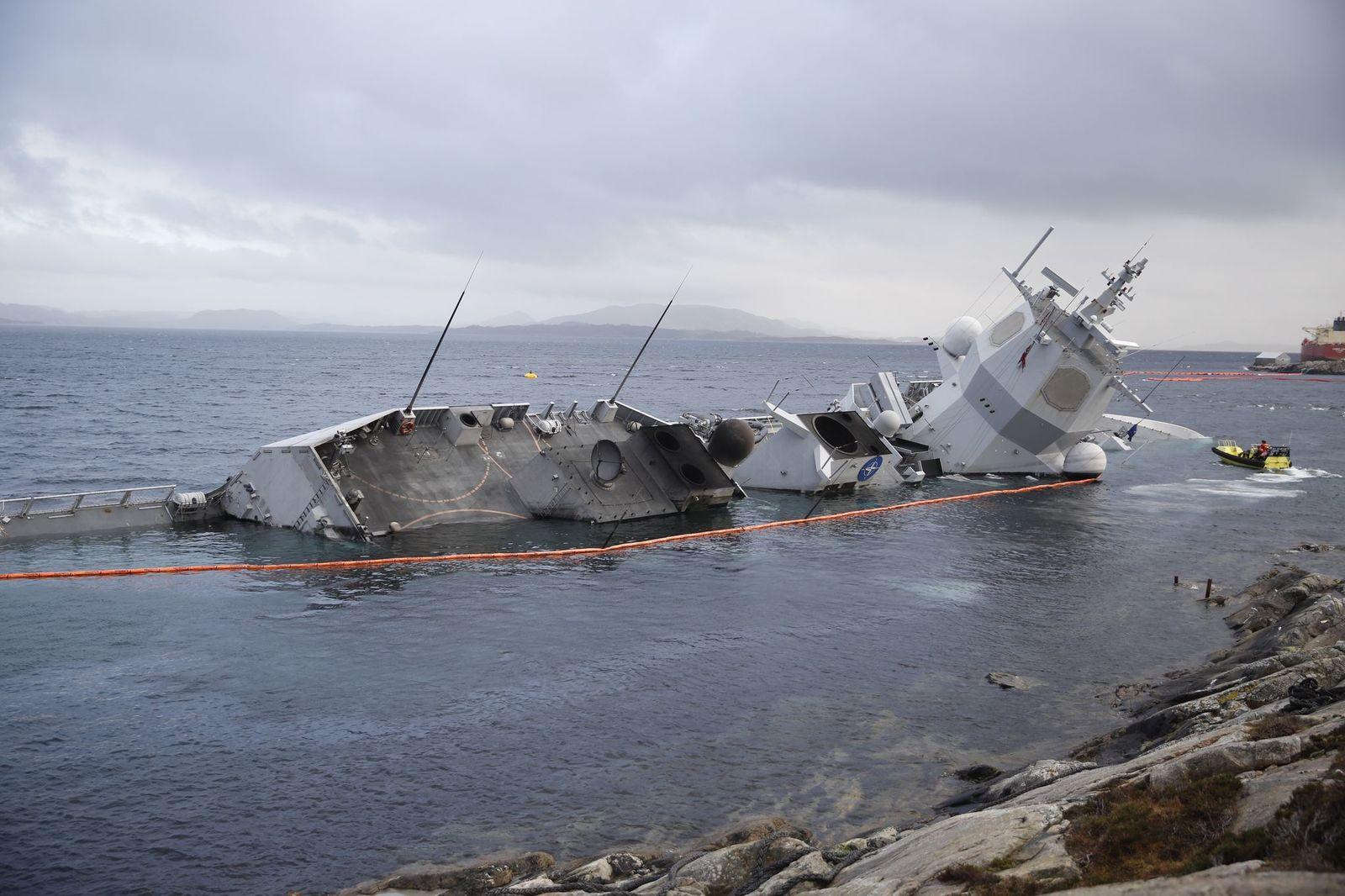 Картинки по запросу Норвегия корвет утонул