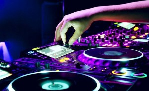 DJ com CDJ
