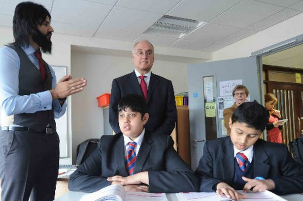 ir-michael-wilshaw-chief-inspector-of-ofsted-meeting-staff-pupils-at-park-view-business-and-enterprise-school-in-alum-rock-329415885-170213