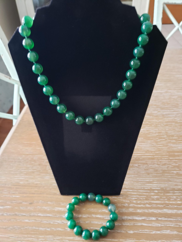 green necklace - Basket Raffle