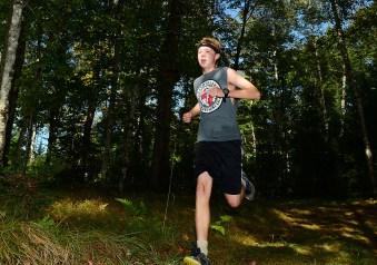 Elliott runs to the finish