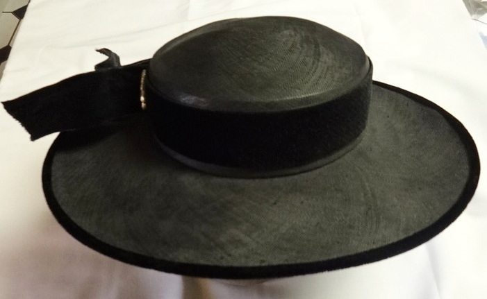 Black linen and velvet vintage hat - csews.com