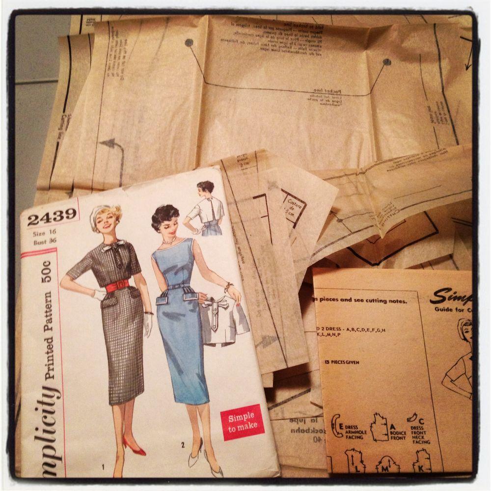 Simplicity 2439 - vintage sewingpattern - csews.com