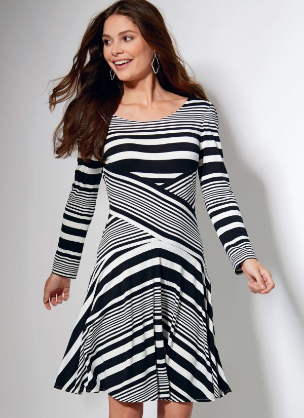 McCalls - M7538 - sewing pattern - Misses' Crossover-Band Top and Dresses