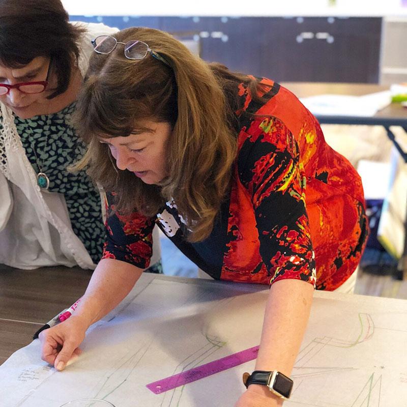 Ryliss Bod teaching at Sewing and Design School - Tacoma, Washington - CSews.com
