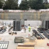 Rohbau Mehrfamilienhaus Bodenplatte mit Seitenwänden