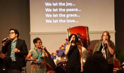 worship-singers-on-stage-at-csldallas-meditation-spiritual-church-community-29