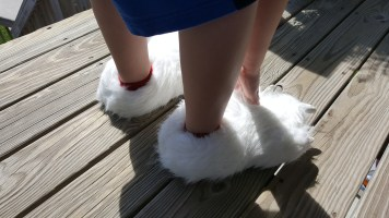 polar-bear-slippers-1