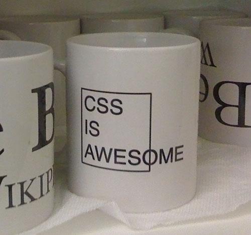 Кружка с надписью «CSS is awesome»