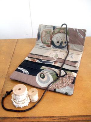 古い狛犬柄の着物生地から3つ折り財布をリメイク!