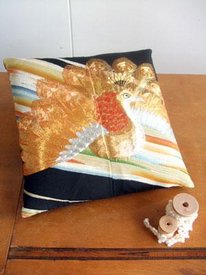 留袖からのリメイク…クッション(小座布団)、長財布、タペストリー