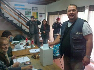 Compañero Gabriel Zibechi votando en Mar del Plata