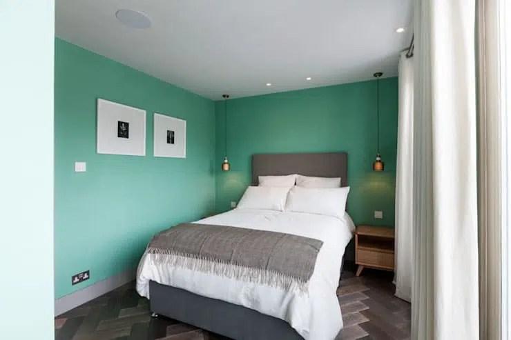 Chambre grise double côté rue - Photo de Au Doux Dodo ...