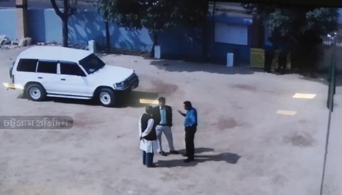 ২০ ফেব্রুয়ারি সকালে কাজেম আলী হাই স্কুলের সামনের মাঠ।