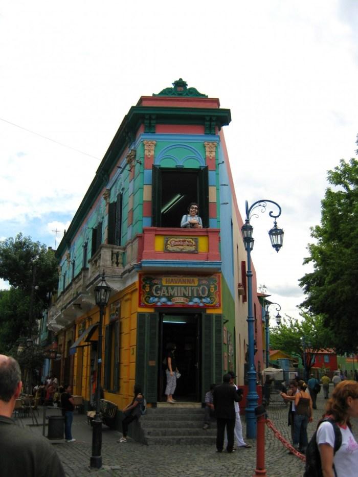 kleurrijk gebouw in La Boca
