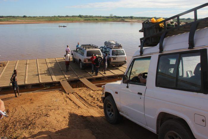 pont bij Belo Tsiribihina