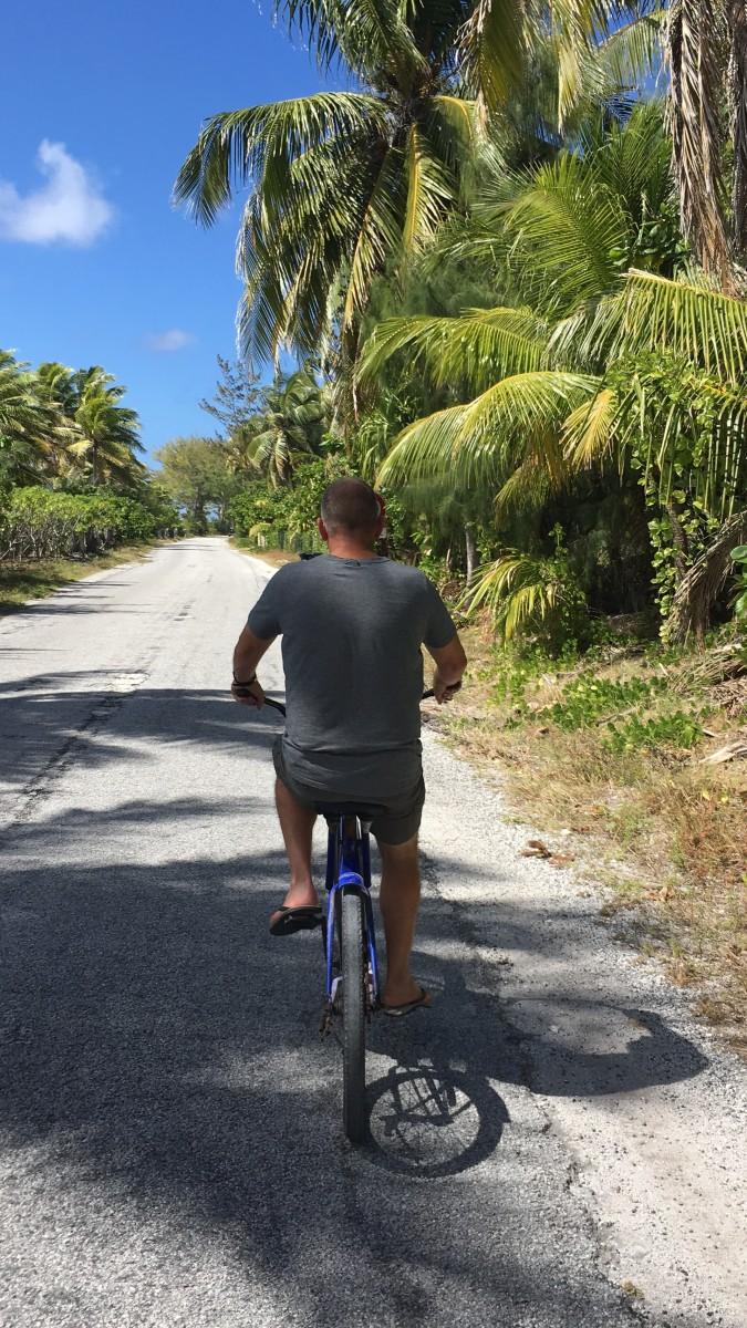 fietsen op rangiroa