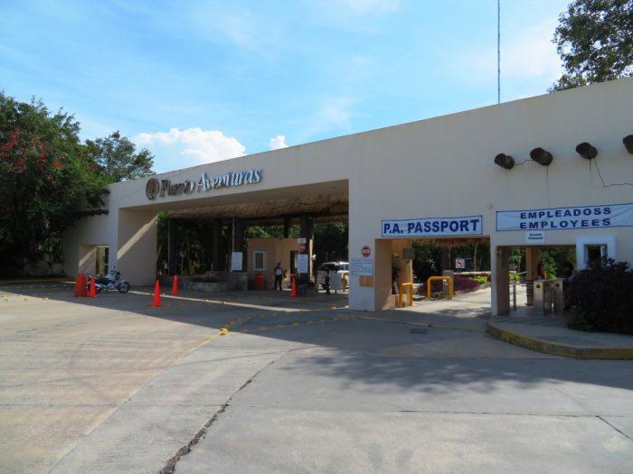 De poort van Puerto Aventuras