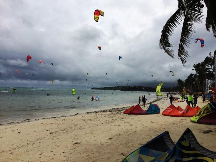 kitesurfers op Bulabog Beach