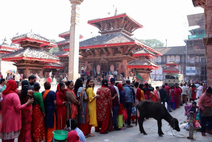 Rij voor Taleju tempel