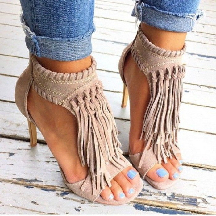 Boyfriend jeans and fringe