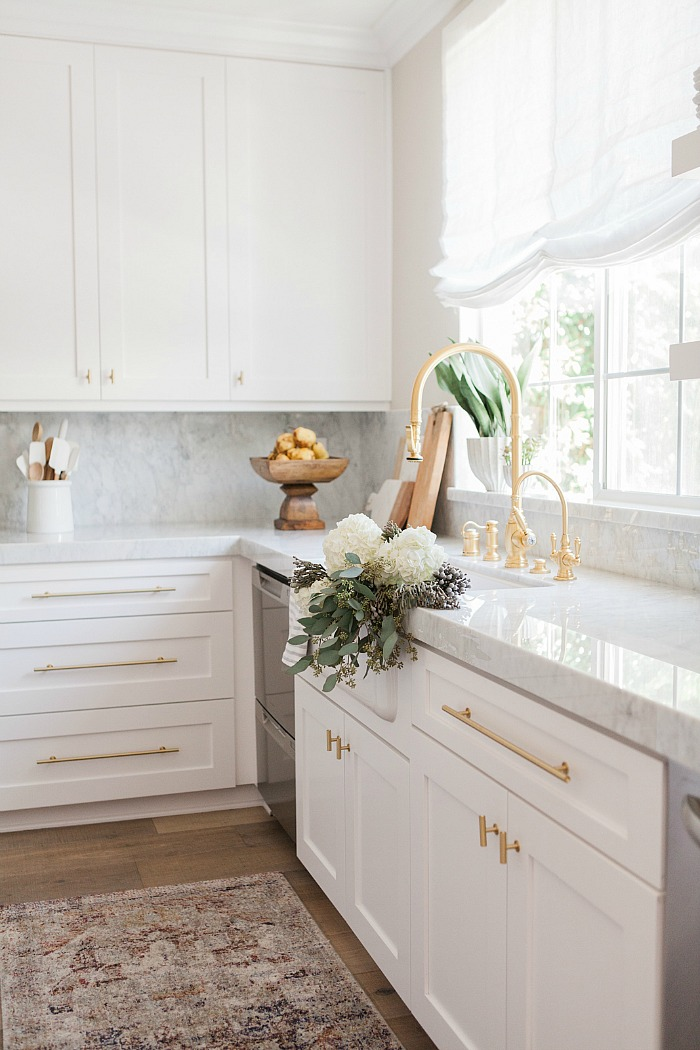 25 Gorgeous Kitchens with Farmhouse Sinks - Connecticut in ...