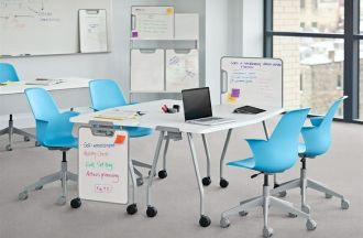 Verb tables with 4 blue node chairs and whiteboards.