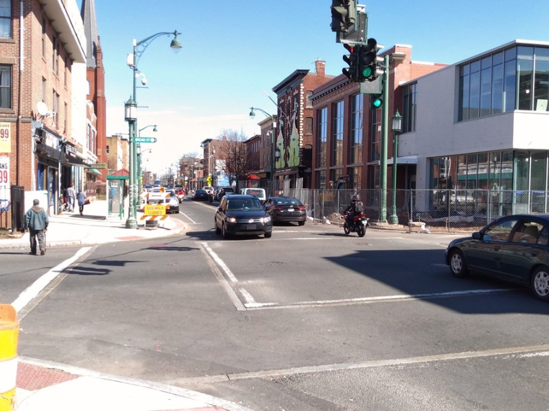 Image of the intersection of Park and Broad streets in Hartford on March 21, 2021. This intersection has the most pedestrian and bicycle crashes with injuries in Hartford over the last 5.5 years. Right next to the new Park branch of the Hartford Public Library. There is currently no walk signal. (Tony Cherolis photo / All rights reserved)
