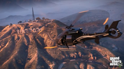 official-screenshot-flying-past-the-vinewood-sign