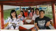 Menyeberang dengan perahu