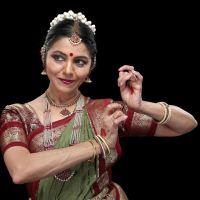 Dança indiana na UNIRIO: Escola de Teatro recebe palestra-demonstração com a bailarina Sucheta Chapekar