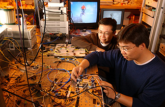 Gee-Kung Chang Byers Endowed Chair in Optical Networking and GRA Eminent Scholar Zhensheng Jia (Blue) Yong-Kee Yeo (Brown) Georgia Center for Advanced Telecommunications Technology Georgia Institute of Technology credit: ©2006 Gary W. Meek Photography, Inc. 1525 Grayson Highway, Suite 410 Grayson, GA 30017 770.978.3618 gm@garymeek.com